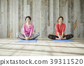 Women who do yoga 39311520