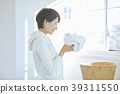 세탁을하는 여성 39311550