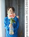 A woman who keeps flowers 39311660