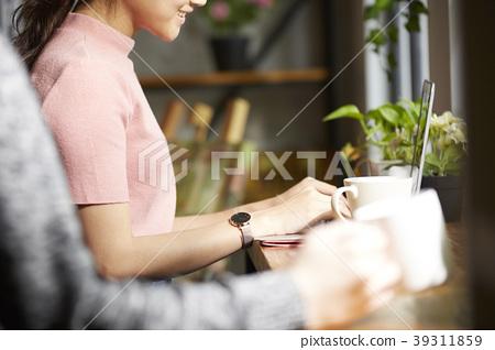 女咖啡馆 39311859