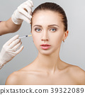 woman getting cosmetic injection 39322089