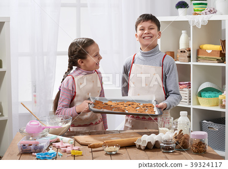 Girl and boy cooking in home kitchen 39324117