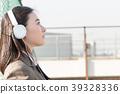 옥상에서 음악을 듣는 여고생 39328336