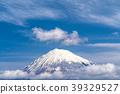 富士山漂浮在雲層中 39329527