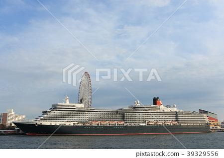 豪華班輪女王伊麗莎白,停泊在天寶山的海岸 39329556