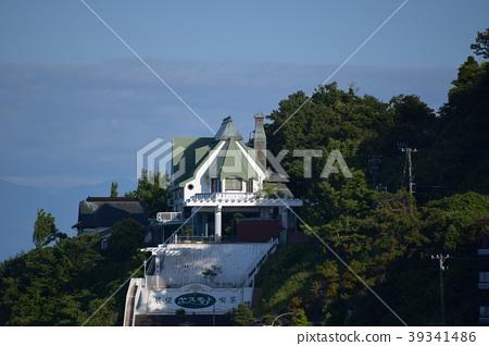 Coffee shop on the coast 39341486
