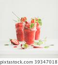 Strawberry, champaigne summer granita in glasses 39347018