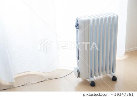 一種油加熱器,可以輕鬆移動,免維護,不會污染房間內的空氣 39347561
