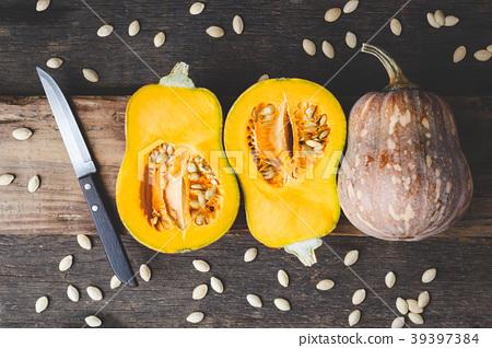 Butternut pumpkins 39397384