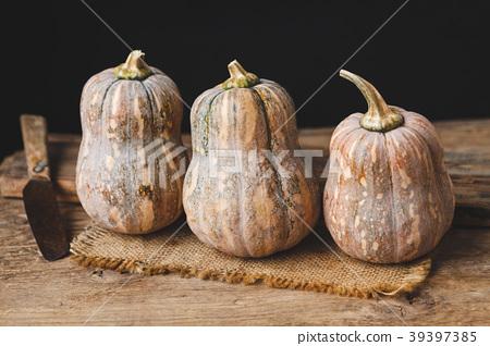 Butternut pumpkins 39397385