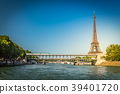 The Eiffel tower and the Seine river 39401720