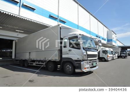 물류 창고와 트럭 39404436
