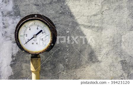 一個生銹的壓力錶 壓力計  39423120