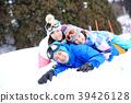 父母和孩子在雪地裡玩 39426128