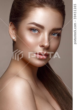Beautiful young girl with natural nude make-up 39431165