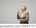 노인, 여자, 손가락질 39445757