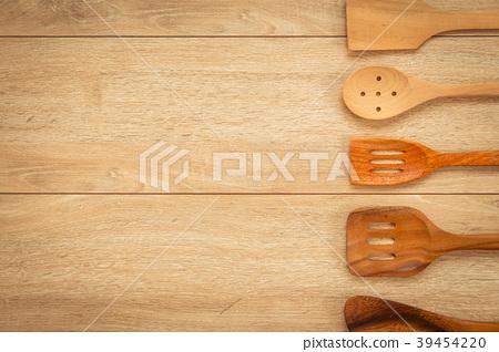 Wood utensils 39454220