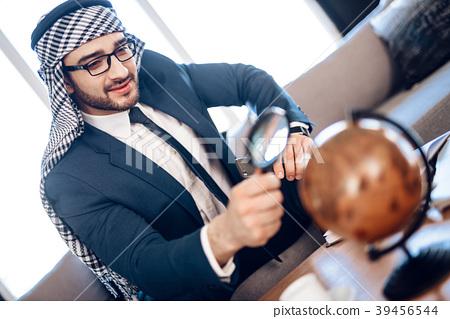 Arab businessman  39456544