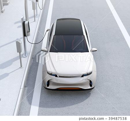 갓길 주차 된 전기 SUV가 급속 충전하는 정면 이미지 39487538