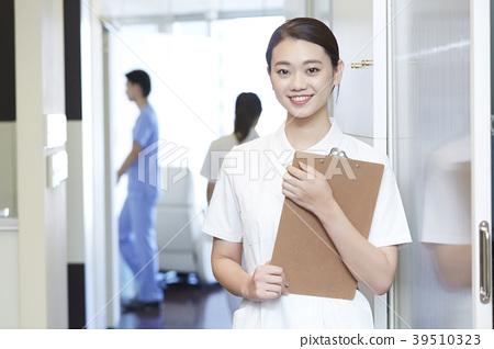 在牙醫工作的女人 39510323