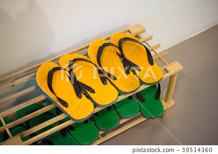 Shoe Rack with yellow and green rubber sandal 39514360