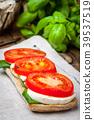 mozzarella sandwich tomato 39537519