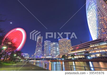 มุมมองตอนกลางคืนของ Minato Mirai 39545976