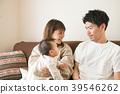 婴儿和微笑的家庭 39546262