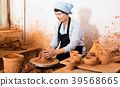 Potter at work 39568665
