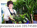 Assistant showing variety of green plants 39574589