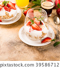 Healthy breakfast with granola and berries 39586712