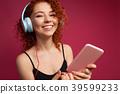 headphones woman people 39599233