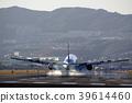 客机降落在跑道上 39614460