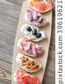 Crostini with different toppings 39619621