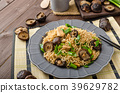 Chinese noodles with chicken and shitake 39629782