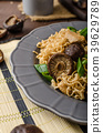 Chinese noodles with chicken and shitake 39629789