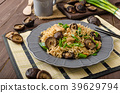 Chinese noodles with chicken and shitake 39629794