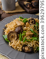 Chinese noodles with chicken and shitake 39629795