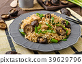 Chinese noodles with chicken and shitake 39629796