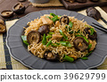 Chinese noodles with chicken and shitake 39629799