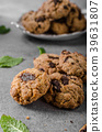 Chocolate chips cookies 39631807
