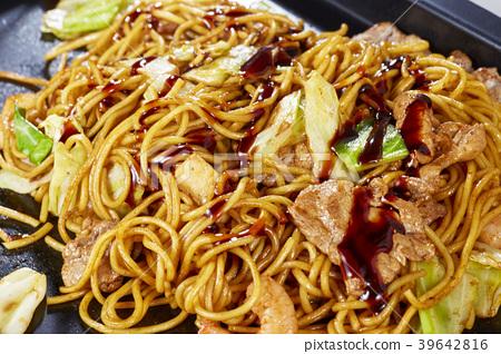 Yakisoba Yakisoba (stir-fried soba noodles) 39642816