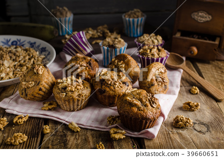 Whole grain muffins with dark chocolate and nuts 39660651