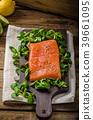 Fresh salmon with salad 39661095
