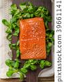 Fresh salmon with salad 39661141