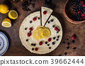 Lemon cheesecake with berries 39662444