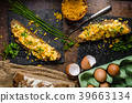 Scrambled eggs with herbs 39663134