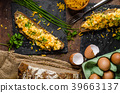 Scrambled eggs with herbs 39663137