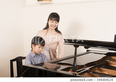 Piano teacher and students 39680628