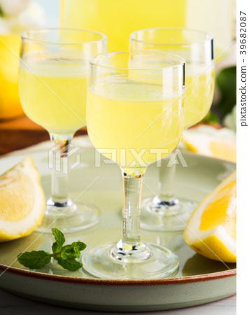 Home made limoncello in stemmed glasses 39682087
